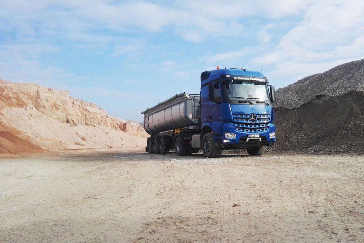 Schüttguttransport mit Sattelkipper sowie 3- und 4-Achs-Kipper